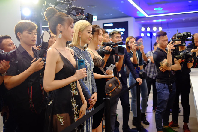Khách mời tham quan Samsung showcase đầu tiên tại châu Á